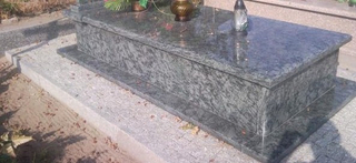 Style europeo Polished Granite Monument Tombstone de Oliv Green
