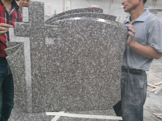 G664 Cross Granite Headstone con Standard europeo
